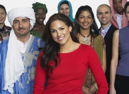 tolerancia: Pueblo multi�tnico en el vestido tradicional