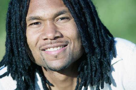 Portrait eines Mannes, der Kamera lächeln
