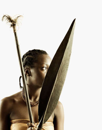 hauteur: Young tribal woman holding weapons