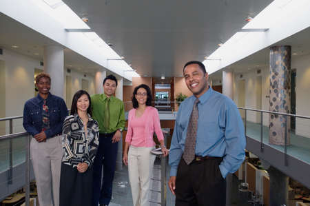 expressional: Portrait of a group of business executives standing together smiling LANG_EVOIMAGES