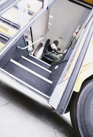 bus driver: Conductor del autob�s escolar de conducci�n de autobuses