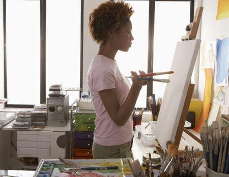 arte africano: Perfil lateral de una pintura mujer de mediana edad