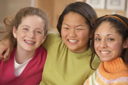 Portrait of three teenage girls smiling LANG_EVOIMAGES