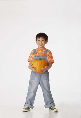 all under 18: Boy holding pumpkin LANG_EVOIMAGES