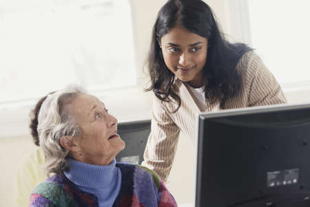 ninetys: Elderly woman learning how to use a computer LANG_EVOIMAGES