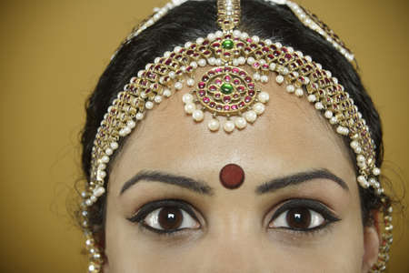 dressup: Indian woman wearing a bindi on her forehead