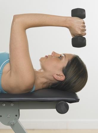 bathtowel: Woman lifting weights LANG_EVOIMAGES