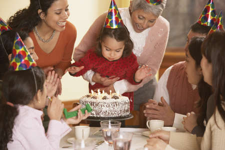 gramma: Hispanic girl blowing out her birthday candles, Richmond, Virginia, United States LANG_EVOIMAGES