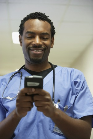 electronic organizer: African male surgeon using electronic organizer LANG_EVOIMAGES
