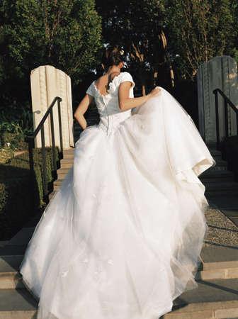 honeymooner: Vista trasera de una novia