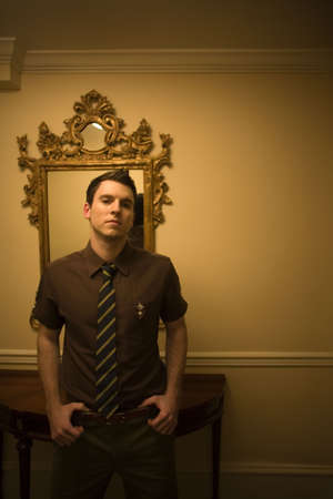 nite: Man wearing tie in front on mirror
