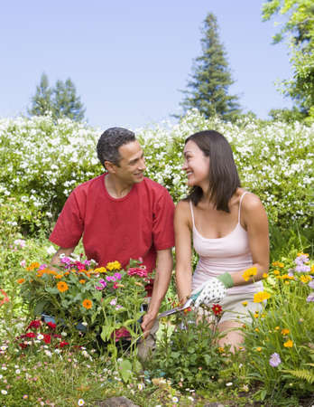 mill valley: Couple planting flowers in garden LANG_EVOIMAGES
