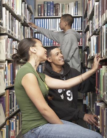 motorcoach: Group of friends in library LANG_EVOIMAGES