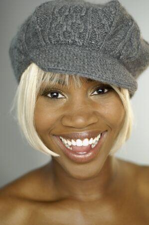 salve: African woman wearing hat