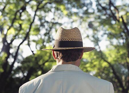 Hispanic man wearing sun hat Imagens - 35677710