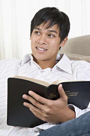 islander: Young Pacific Islander man reading