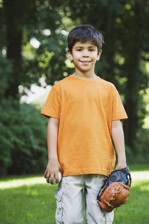 grampa: Hispanic boy with baseball glove and ball LANG_EVOIMAGES