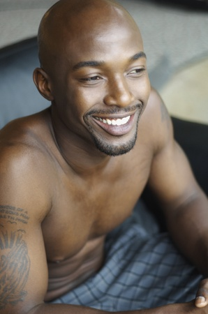 bare chested: Portrait of bare chested African man LANG_EVOIMAGES