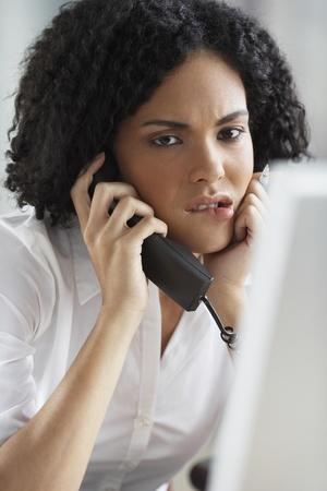 아프리카 사업가 전화로 이야기 스톡 콘텐츠 - 35679132