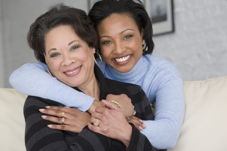 African mother and adult daughter hugging Imagens