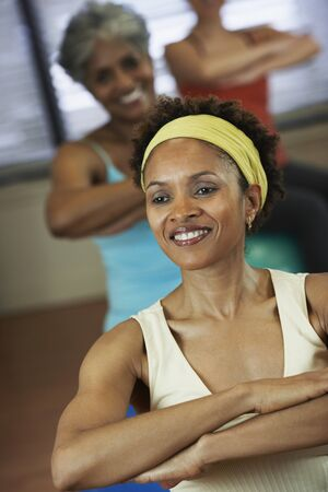 well beings: Multi-ethnic women in exercise class LANG_EVOIMAGES