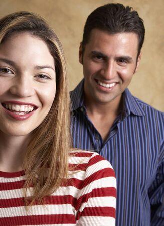 connexion: Portrait of Hispanic couple LANG_EVOIMAGES