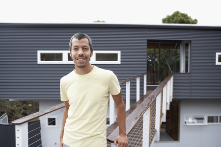 Native American man in front of house Imagens