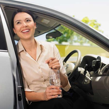 handsfree: Eurasian woman sitting in car LANG_EVOIMAGES
