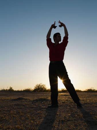 bailarina de flamenco: Hispano masculino posando bailarina de flamenco LANG_EVOIMAGES