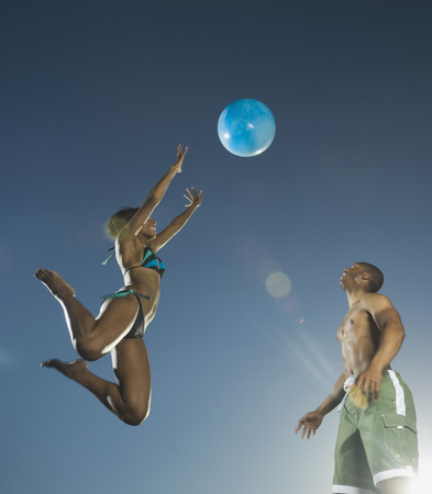 African American couple playing with beach ball Imagens - 35735990