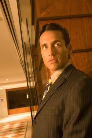 nite: Hispanic businessman looking sideways LANG_EVOIMAGES