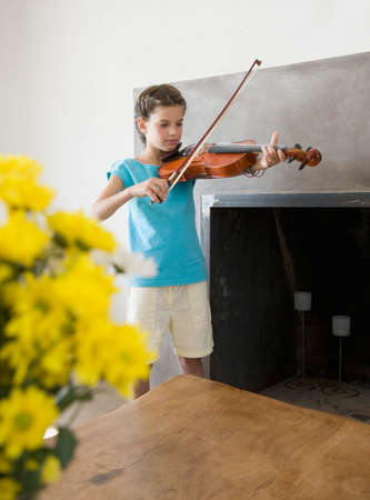 commencing: Hispanic girl playing violin LANG_EVOIMAGES