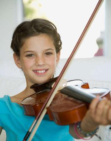 bathtowel: Hispanic girl playing violin LANG_EVOIMAGES