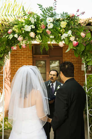 flowergirl: Hispanic couple getting married LANG_EVOIMAGES