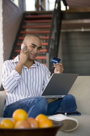 acknowledging: African American man shopping online LANG_EVOIMAGES