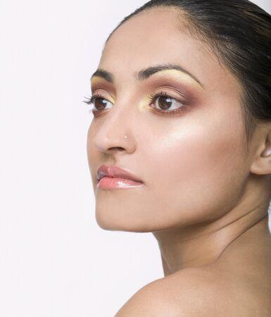 siluetas mujeres: Mujer india con el anillo de la nariz LANG_EVOIMAGES