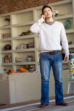 talker: Asian man talking on telephone LANG_EVOIMAGES