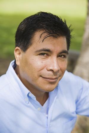 Close-up van de Latijns-Amerikaanse man glimlachend