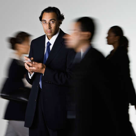 dialing: Empresario indio tel�fono celular de marca