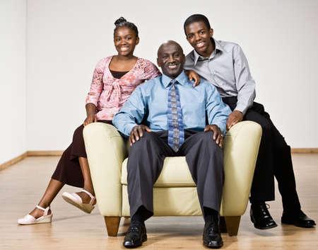 famille africaine: Portrait du père et des enfants d'Afrique