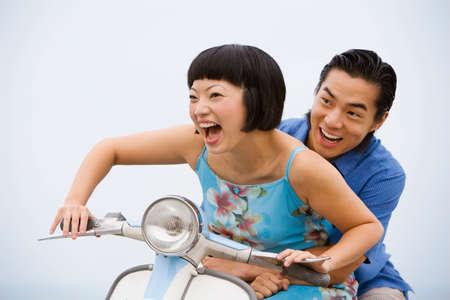honeymooner: Pareja asi�tica motoneta paseos