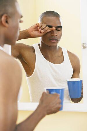 wearying: African man rubbing eyes LANG_EVOIMAGES