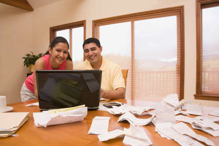 lass: Hispanic couple paying bills
