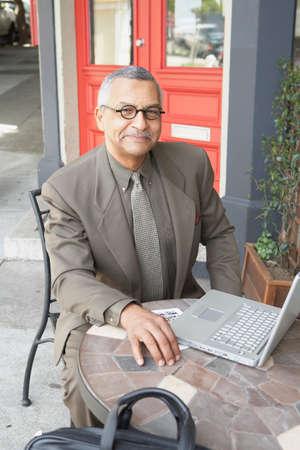 babyboomer: Native American businessman at outdoor cafe LANG_EVOIMAGES