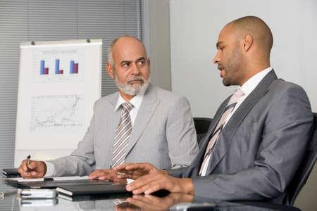 gente sentada: Empresarios africanos que han reuni�n