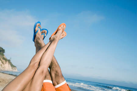bathtowel: Multi-ethnic couple with feet in air LANG_EVOIMAGES