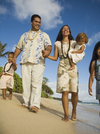 poppa: Pacific Islander family walking on beach