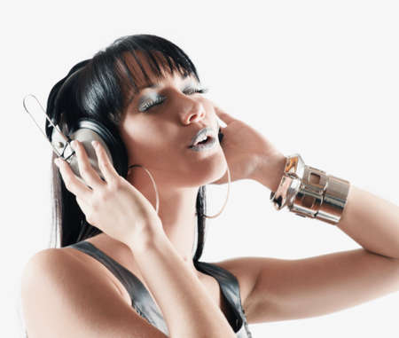 gusto: Pacific Islander woman listening to headphones LANG_EVOIMAGES