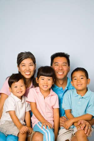 asian ethnicity: Portrait of Asian family LANG_EVOIMAGES