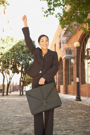gusto: Asian businesswoman cheering